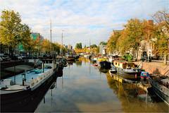 noorderhaven ........... (atsjebosma) Tags: boats boten noorderhaven groningen thenetherlands atsjebosma sun zon autumn autumncolours herfstkleuren herfst october 2016 reflections reflecties