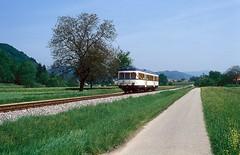 VT 104  bei Zell  15.05.97 (w. + h. brutzer) Tags: zell eisenbahn eisenbahnen train trains deutschland germany railway dieseltriebwagen dieseltriebzug vt zug lokomotive locomotive sweg webru analog nikon
