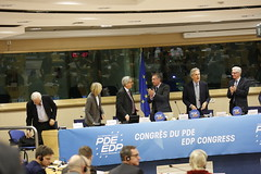 End of Jean-Claude Juncker's speech (PDE-EDP) Tags: logo fb rond rutelli banderolle juncker bayrou sarnez cocilovo