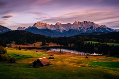 Karwendel Sunset (_flowtation) Tags: trees mountains alps reflections woods day forrest cloudy berge clear florian alpen wald wank garmischpartenkirchen linderhof ettal karwendel zugspitze wetterstein spiegelungen linder gerold leist wettersteingebirge flowtation schtzensteig vierschanzentournee ammergebierge geroldsee wagenbrchsee florianleist florianleistphotography florianleistfotografie flowtationde florianleistde