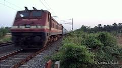 ROCKET WAP4 Blasting Past with Bandra-Udaipur SF Slip Exp. (CHIRAG SAGAR) Tags: sf show city by speed amazing power with brc slip rocket express past bound udaipur exp blasting vadodara 12995 22383 uoi wap4 udz umroli bandraudaipur