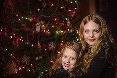 _MG_6893-344 (k.a. gilbert) Tags: sisters lights lucy charlotte christmastree indoors handheld wireless inside canon50mmf18 fullframe speedlight offcameraflash niftyfifty diysoftbox rftrigger canon430exii ettl2 canon5dc yongnuo622c