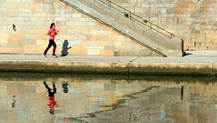 Jogging on the banks of the river Saône (Croix-roussien) Tags: portrait reflection sport lyon femme running reflet couleur potd:country=fr