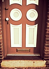 (Mcicki) Tags: door cute face expression objects doorway cupie roseycheeks unconventional