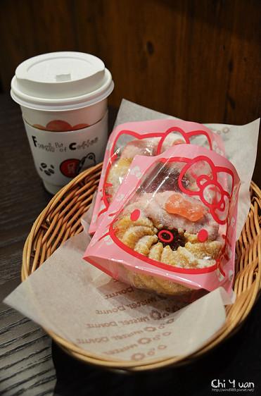 [台北]南港車站CITYLINK。Mister Donut x Hello Kitty台灣限定,粉嫩蘋果甜甜圈