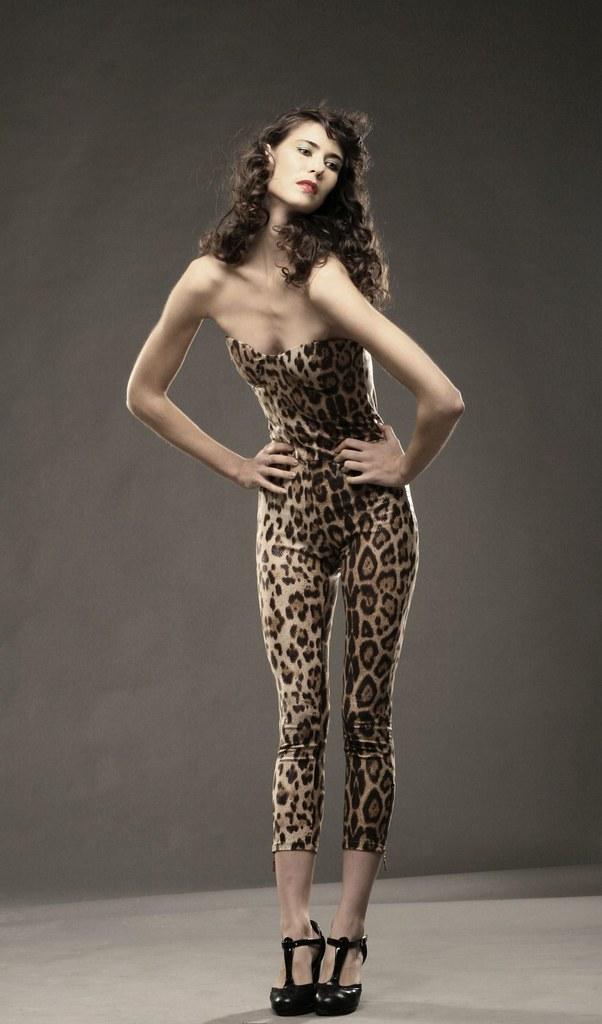 canon cougar women Alessandra ambrosio a fait des débuts très remarqués à la télévision brésilienne cette semaine nue et très hot dans une scène d'amour torride, le.