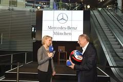 Tag des offenen Adventskalenders in der Mercedes Benz Niederlassung München - 2 (Radio Arabella München) Tags: adventskalender mercedesbenz mnchen radioarabella steffischaller