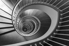 2630 (explored) (.niraw) Tags: bw stairs spiral licht grau treppe schatten auge spirale treppenhaus gelnder weis abwrts niraw