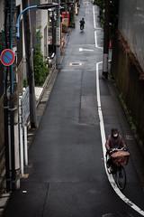 Lignes vides (www.danbouteiller.com) Tags: road street city urban streets bike japan canon asian eos japanese 50mm tokyo asia streetlife streetscene 50mm14 route ikebukuro 5d canon5d asie bicyclette japon velo ville vlo japonais streetshot asiatique 5d2 5dmk2
