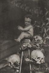 Cherub of death (sole) Tags: sole carmengonzalez bnw mementomori statue death kutnahora ossuary skulls cherub