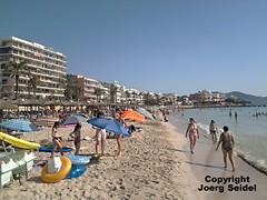 ES-07550 Cala Millor (Mallorca) Strand/Beach/ Playa im Juli 2016 (Joerg Seidel) Tags: mallorca majorca spain beach playa strand kste seaside landschaft calaromantica portochristo sacoma calamillor badefreunden schwimmen sonnenschirme sand urlaub holidays