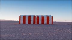 De rojo y blanco (Frann Garca) Tags: rojo red blanco white playa beach arena sand calor hot atardecer ocaso sunset caseta stand gijn xixn asturias espaa spain eos6d ef40stm