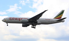 Ethiopian Airlines Boeing 777-200 (AMSfreak17) Tags: amsfreak17 danny de soet canon 70d lhr egll londen london luchthaven heathrow airport vliegtuigen vliegtuig aircraft airplane jet jetphotos planespotting luchtvaart vertrek aankomst departure arrival spotter planes world of airplanes united kingdom england great britean europe dutch northern runway 27r landing ethiopian airlines boeing 777200 etann