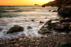 (313/16) Otro momento (Pablo Arias) Tags: pabloarias photoshop nxd cielo nubes texturas agua mar airelibre puestadesol serenidad roca mediterrneo benidorm alicante comunidadvalenciana