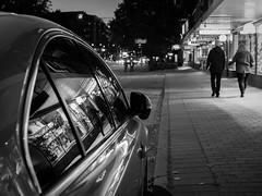Reflection at Sdra vgen (swedeshutter) Tags: sdravgen sdra vgen gteborg gata bil reflektion spegling mnniskor svartvitt black white car windows fnster people em10 olympus 25mm f18