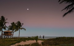 Por ali... (pmenge) Tags: luz praia pessoas areia noturna posto g7x