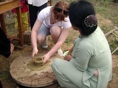 du khách làm gốm thanh hà