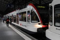 SBB Gelenktriebwagen RABe 520 009 - 2 mit Taufname Schloss Heidegg ( Triebwagen => Stadler Rail GTW 2/8 => Baujahr 2002 ) am Bahnhof Luzern im Kanton Luzern in der Schweiz (chrchr_75) Tags: chriguhurnibluemailch christoph hurni schweiz suisse switzerland svizzera suissa swiss chrchr chrchr75 chrigu chriguhurni 1501 januar 2015 hurni150120 bahn eisenbahn train treno zug albumbahnenderschweiz albumbahnenderschweiz201516 schweizer bahnen albumzzz201501januar januar2015 juna zoug trainen tog tren поезд lokomotive паровоз locomotora lok lokomotiv locomotief locomotiva locomotive railway rautatie chemin de fer ferrovia 鉄道 spoorweg железнодорожный centralstation ferroviaria albumbahnsbbgtwrabe520 sbb gtw rabe 520 triebzug nahverkehrszug niederflur öffentlicher verkehr