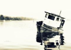 L'attente (Eric DOLLET - Trs peu prsent) Tags: france europe noiretblanc bretagne bateaux nb minihicsurrance ericdollet