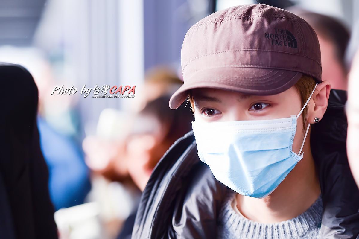 [FANTAKEN] 150117 Beijing Airport to Taiwan Taoyuan Airport [12P] 16298980462_010ef0cc1f_o