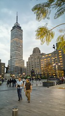 Tarde de ciudad... (emmanuel orbe) Tags: life street tower buildings mexico calle df torre vida tarde ciudaddemexico torrelatino lgg4