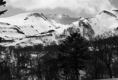 Mt.Shokanbetsu from Mt.Nakanosawa (threepinner) Tags: ski japan spring hokkaido skiing pentax kodak sunny   daytime hq 135mm microfilm hokkaidou mzm f35 northernjapan mashike smcpentax imagelink   mountainsnaps mtshokanbetsu   analogmountainsnaps mtnakanosawa