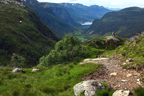 Trail between Blomstølen Hytta and Øyna