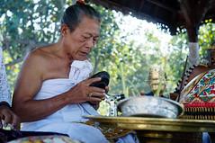 priest at Goa Lawah temple (kuuan) Tags: ltm portrait bali 35mm canon indonesia batcave traditional ceremony rangefinder mf priest f2 manualfocus priests ubud 235 goalawah m39 f235mm balinesepriest canonltmf235mm