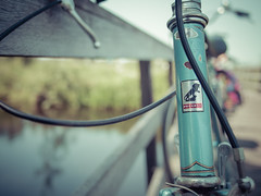 Bike Fence Friday (Peter Jaspers (off for a while)) Tags: blue classic bike bicycle vintage fence dof bokeh olympus panasonic fenced peugeot omd 2016 hff em10 20mm17 happyfencefriday 100bicyclesproject frompeterj