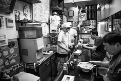 Tsukiji Market  - Tokyo Japon (Red-Dream) Tags: blackandwhite tokyostreet tokyo tsukijimarket tsukiji  noiretblanc noirblanc nikon night bladeren blackwhite biancoynero blancoynegro bw black strase streetpix streetphotography straat downtown citylife city people urbana urban urbanlife fishmarkettokyo