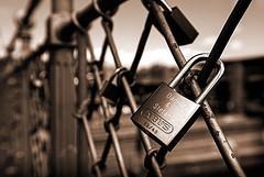 Amor encadenat (CarmeLlobet) Tags: puente pont freiburg brigde candado barana baranda candau