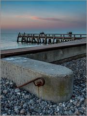 l'escalier (amateur72) Tags: roses mer les automne coucherdesoleil x20 paysdecaux veuleslesroses veulelesroses veules
