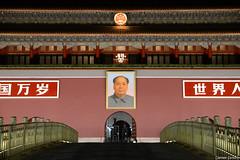 Fixing Tiananmen (Daniele Sartori) Tags: voyage china travel fix square nikon gate asia paint foto beijing picture mao asie 北京 piazza 中国 viaggio tiananmen cina peking 天安门 portale pechino d600 zedong aggiustare 天安门事故