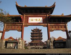 Yellow Crane Tower & Gate, Wuhan, China (JH_1982) Tags: china building tower yellow architecture jaune de la pagoda gate republic torre tour crane landmark peoples prc  wuhan cina grue amarilla chine  pagode  grulla gelbe kranich      kranichpagode   whn
