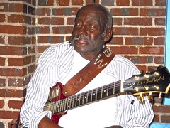 portrait of a SuperStar ..  watch: juke joint festival 2016 (Shein Die) Tags: portraits mississippi nikon livemusic museums guitarists bluesmen theblues clarksdale deltabluesmuseum leobudwelch jukejointfestival2016
