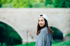 She wants a photo with the bridge (iheresss) Tags: oslo norway bokeh f14 sony 85mm depthoffield carlzeiss planart a7r