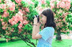 HN11 (Nhp xinh trai siu cp !) Tags: girl vietnam bridge blue bridgeblue clear cearcolor clearcolor flowers canont50 t50 camera green grass outlit day today smile saigon street