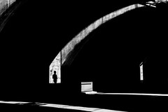 (Peter Wieczorek) Tags: street light shadow people blackandwhite bw licht blackwhite general stuttgart sony streetphotography sw schwarzweiss schatten lightandshadow silhuette carlzeiss lichtundschatten sonya7rm2