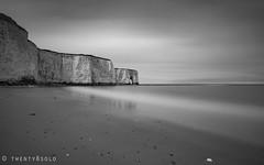 Three Hours to Kill (twenty8solo) Tags: beach blackandwhite d90 nikon seascape arch cliffs chalk longexposure kent jossbay