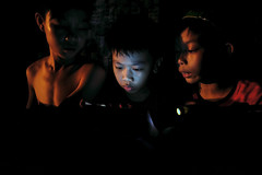 Smartphone - 15 (-clicking-) Tags: life childhood night children nightshot streetphotography streetportrait streetlife vietnam smartphone nightlight dailylife childish childlike vietnamesechildren