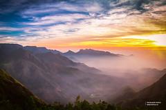Sunrise @ Kolukkumalai (Navaneeth Kishor) Tags: morning sky india sunrise landscape kerala tamilnadu munnar kolukkumalai kolukkumala discoverplanet