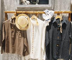 (_shir_) Tags: oia santorini greece shirt hat outdoor travel panasonicgx8 olympus1240