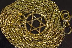 Stars-Macro-Mondays (Roger Brown (General)) Tags: macro mondays star david gold pendant prince wales chain fine link canon 7d roger brown macromondays