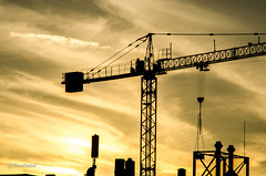 SunKranSet (tina djebel) Tags: sunset sundown sonnenuntergang kran krne crane cranes town city stadt frankfurt westhafen