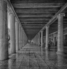 Tra le antiche colonne (forastico) Tags: forastico d7000 grecia atene biancoenero sto attalo stodiattalo agor
