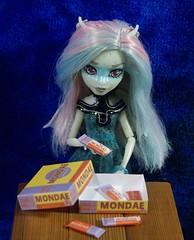 Dsc03968 (GreenWorldMiniatures) Tags: playscale miniature candy greenworldminiatures monsterhigh rochelle haunted handmade 16