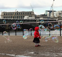 IMG_7631 (danakhoudari) Tags: girl mood pink red white rain bubbles london canon water winter cold scenery perspective