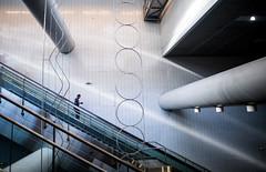 espacio pblico (GMH) Tags: france blanco calle arquitectura metro escalera pblico urbano toulouse francia ville transporte reportaje dplacement etpa ltytr2 ltytr1 tisseo