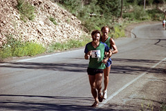 3e-043 (ndpa / s. lundeen, archivist) Tags: road street summer people color film race 35mm centennial highway colorado nick july running numbers runners aspen july4th 4thofjuly runner 1980 1980s 100thbirthday bibs dewolf 3e nickdewolf photographbynickdewolf 18801980 fivemilerace aspenglo reel3e aspencentennial aspenglofive