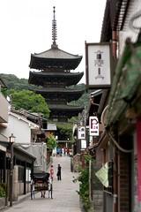 Kyoto - Yasaka No To Pagoda, Hokan-ji (*maya*) Tags: street old streets japan temple 50mm pagoda ancient kyoto gion oldtown giappone tempio vicoli higashiyama yasaka risciò hokanji yasakanotopagoda